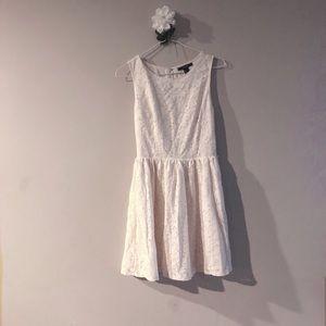 F21 sleeveless white dress